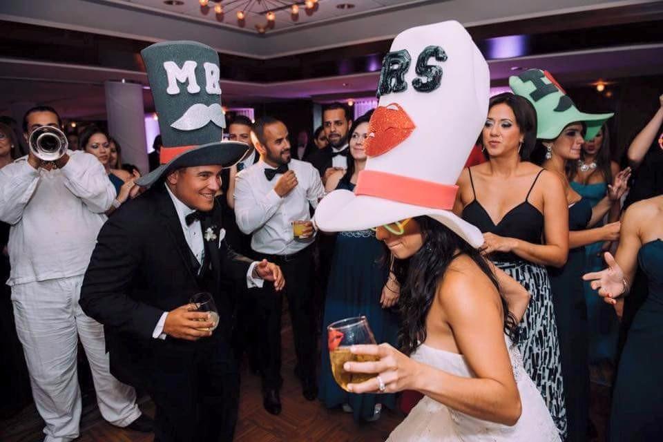 sombreros-de-hule-espuma-para-boda-D_NQ_NP_208915-MLM25348990557_022017-F